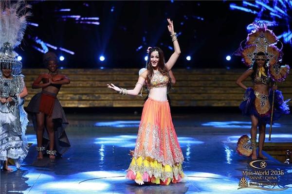 Ấn Độ với điệu múa dẻo dai đậm chất truyền thống. - Tin sao Viet - Tin tuc sao Viet - Scandal sao Viet - Tin tuc cua Sao - Tin cua Sao