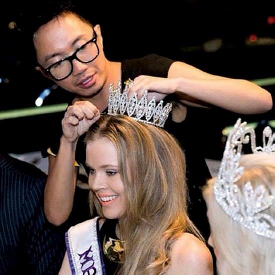 Chuyên gia sắc đẹp Peter Sereno chuẩn bị cho một thí sinh thi Hoa hậu. Ảnh: Asiatatler - Tin sao Viet - Tin tuc sao Viet - Scandal sao Viet - Tin tuc cua Sao - Tin cua Sao