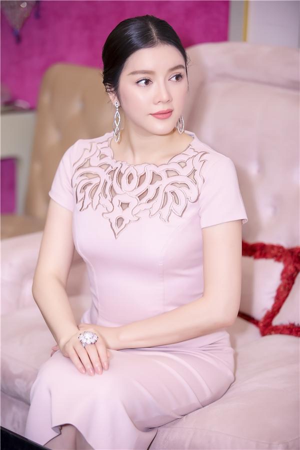 Góp mặt vào bộ trang sức xa hoa là chiếc nhẫn kim cương trị giá 77.900 USD (khoàng 1,7 tỉ đồng) - Tin sao Viet - Tin tuc sao Viet - Scandal sao Viet - Tin tuc cua Sao - Tin cua Sao