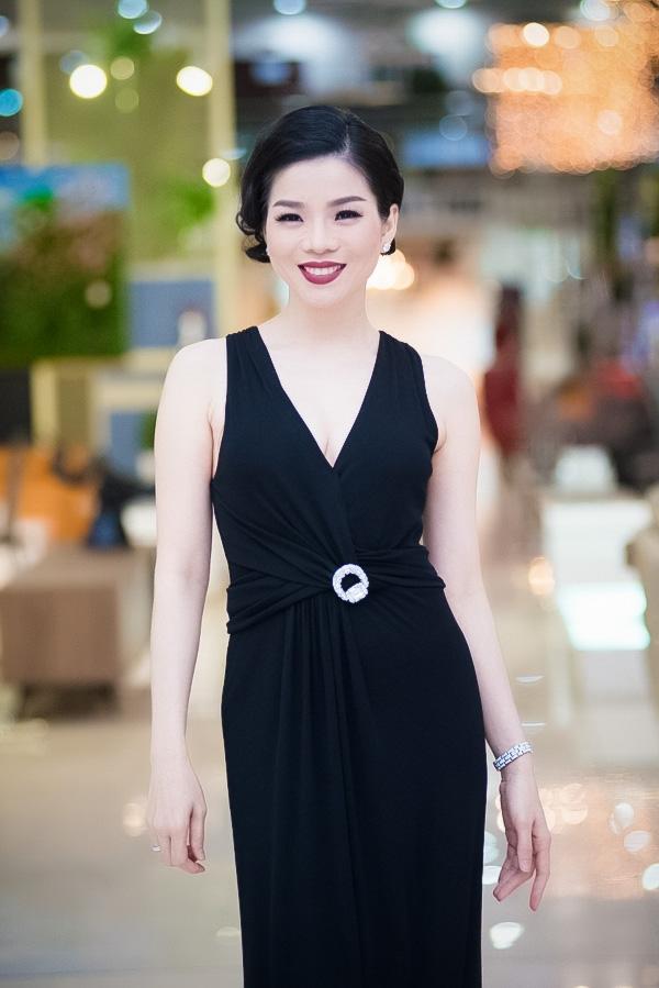 Lệ Quyên xinh đẹp và quyến rũ với bộ đầm đen. - Tin sao Viet - Tin tuc sao Viet - Scandal sao Viet - Tin tuc cua Sao - Tin cua Sao