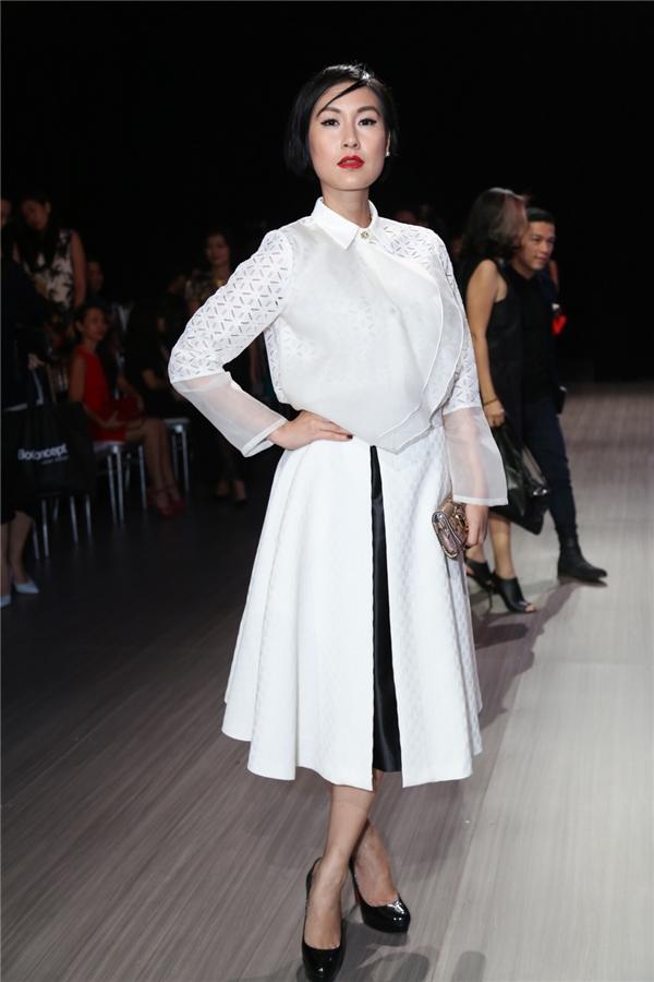 Nữ diễn viên Kathy Uyên với bộ trang phục mang đậm màu sắc cổ điển.