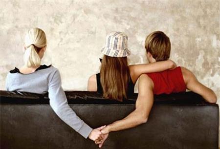 Hãy dừng lại ngay lập tức mối quan hệ tay ba như thế (Ảnh minh họa).
