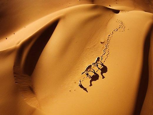 Đúng với cái tên trơ trụi, hoang mạcnàykhông có lấy một bóng cây nhưng vẫn có một vẻ đẹp đầy hấp lực.(Ảnh: Naser Alomari/SkyPixel)