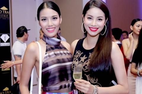 Hai cô gái đại diện cho nhan sắc Việt Nam tham gia Miss World và Miss Universe. - Tin sao Viet - Tin tuc sao Viet - Scandal sao Viet - Tin tuc cua Sao - Tin cua Sao