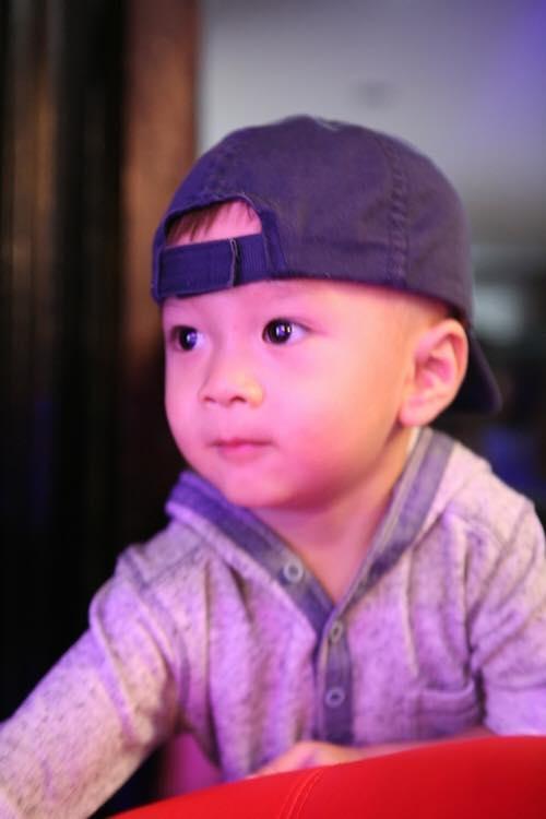 Gương mặt kháu khỉnh, đáng yêu của Jacky lúc nhỏ. - Tin sao Viet - Tin tuc sao Viet - Scandal sao Viet - Tin tuc cua Sao - Tin cua Sao