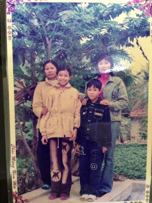"""Bức hình chụp Phạm Hương năm 15 tuổi.So sánh bức ảnh này cùng một số tấm hình thời còn békhác của Phạm Hương, người hâm mộ Việt Nam không khỏi tự hào về nhan sắc """"nguyên bản"""" của cô. - Tin sao Viet - Tin tuc sao Viet - Scandal sao Viet - Tin tuc cua Sao - Tin cua Sao"""