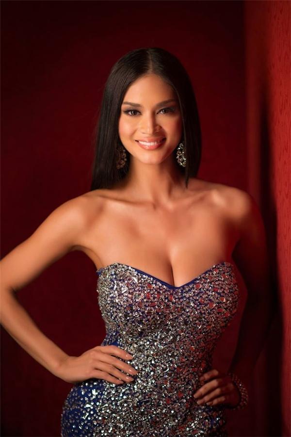 Quay trở lại với phần bình chọn trên fanpage của Miss Universe Poll, top 3 còn lại là 2 đại diện cũng đến từ châu Á: Thái Lan và Philippines. Tuy nhiên, lượt yêu thích và chia sẻ của Phạm Hương đã vượt xa hai cô gái này. - Tin sao Viet - Tin tuc sao Viet - Scandal sao Viet - Tin tuc cua Sao - Tin cua Sao