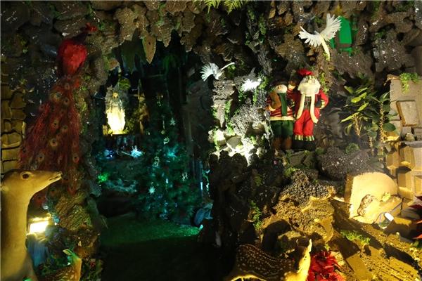 Đàm Vĩnh Hưng tiết lộ, anh đã chi hơn 300 triệu đồng để trang trí nhà cửa, đón chào một mùa Giáng sinh an lành, ấm áp. - Tin sao Viet - Tin tuc sao Viet - Scandal sao Viet - Tin tuc cua Sao - Tin cua Sao