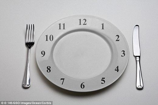 Không có bằng chứng cho thấy ăn 3 bữa mỗi ngày sẽ giúp ta khỏe mạnh hơn ăn 6 hay 9 bữa nhỏ. (Ảnh: Internet)