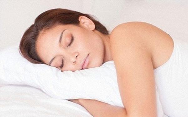 Ngủ quá nhiều, ngồi lâu và lười vận động là 3 yếu tố gây chết người khi kết hợp với nhau. Ảnh: Dailymail.