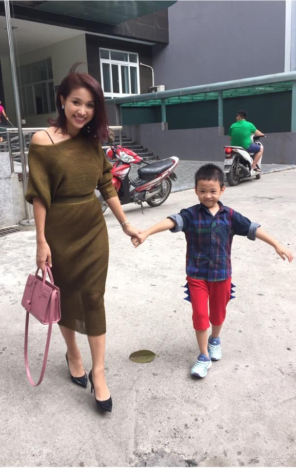 Hiện cô đang tập trung cho công việc và luôn nhận được nguồn năng lượng dồi dào từ cậu con trai. (Ảnh: Internet) - Tin sao Viet - Tin tuc sao Viet - Scandal sao Viet - Tin tuc cua Sao - Tin cua Sao