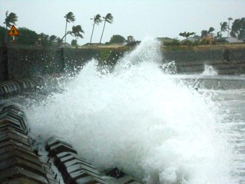 Nhiều hành khách đã mắc kẹt tại đảo Lý Sơn do ảnh hưởng của bão. Ảnh: Internet