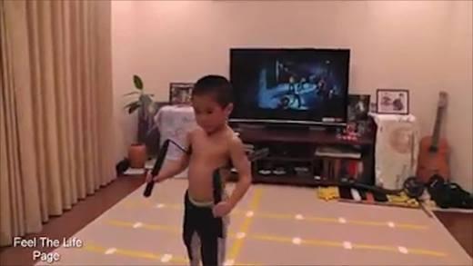 Xuất hiện truyền nhân Lý Tiểu Long múa võ cực lợi hại