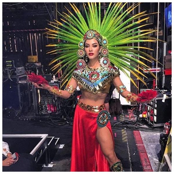 Đại diện Mexico tựa như nữ thần mặt trời.