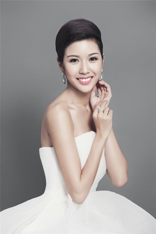 Mới đây Phạm Hồng Thúy Vân đã xuất sắc đạt danh hiệu Á hậu 3 và Missosology's Choice Award tại Hoa hậu Quốc tế 2015. - Tin sao Viet - Tin tuc sao Viet - Scandal sao Viet - Tin tuc cua Sao - Tin cua Sao