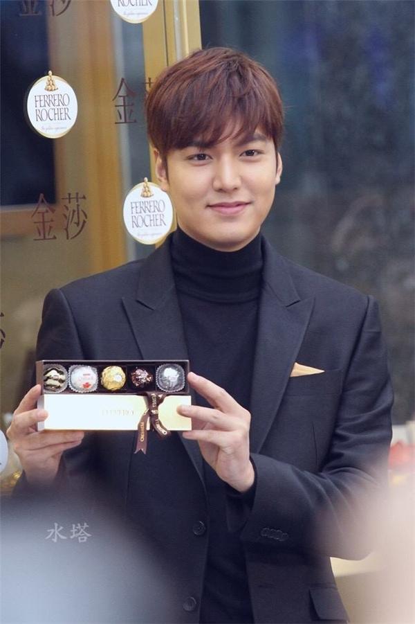 Loạt ảnh phát tướng của Lee Min Ho khiến fan giật mình