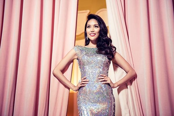 Ngắm cận cảnh váy dạ hội lộng lẫy của Lan Khuê tại Hoa hậu Thế giới