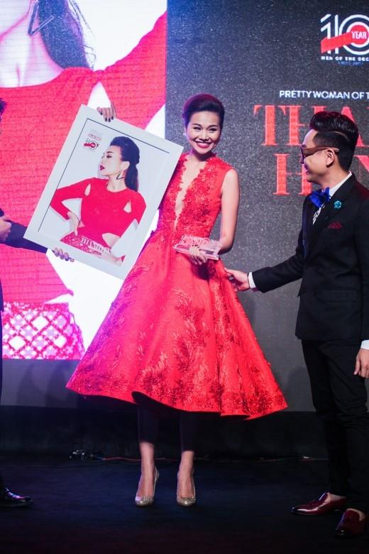 Với những đóng góp của mình cho làng giải trí Việt trong năm qua, siêu mẫu Thanh Hằng đã vinh dự nhận giải thưởng Pretty Woman Of The Decade. - Tin sao Viet - Tin tuc sao Viet - Scandal sao Viet - Tin tuc cua Sao - Tin cua Sao