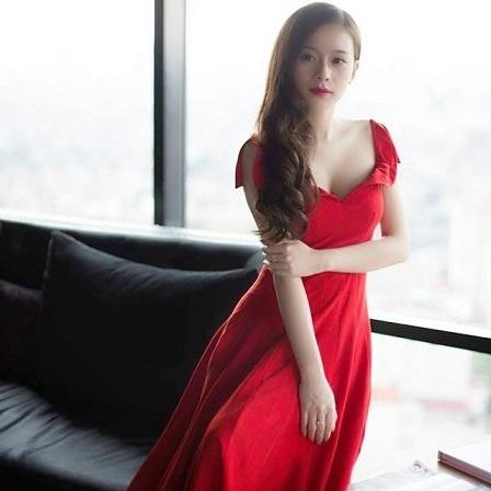 Trang Cherry trong chiếc váy tự thiết kế.