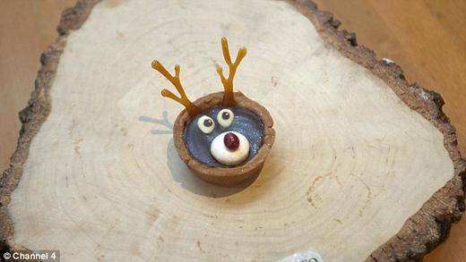 Miếng bánh tart hình chú nai sừng tấm mũi đỏ Rudolph có giá hơn 700 đô la (hơn 14 triệu đồng). (Ảnh: Daily Mail)