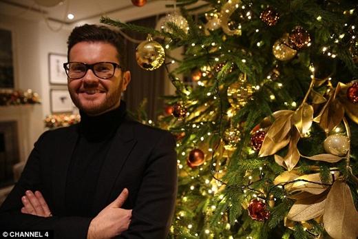 Neill Strain ở Belgravia, London, được khách hàng yêu cầu trang trí nhà với chi phí hơn 372.000 đô la (hơn 8 tỉ đồng), dù những món đồ trang trí này chỉ được trưng trong vòng 36 tiếng đồng hồ. (Ảnh: Daily Mail)