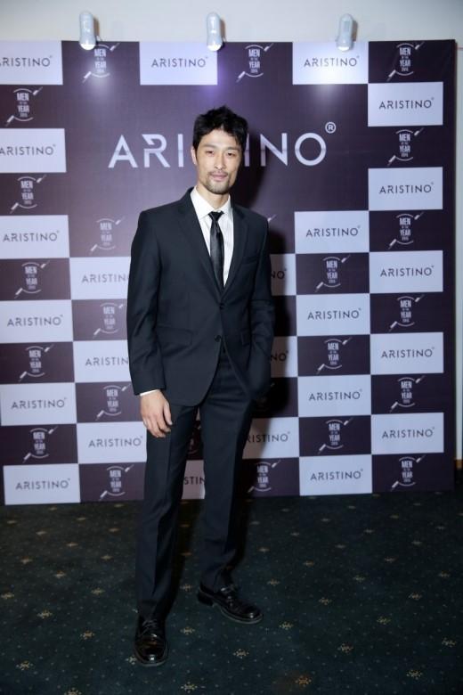 Johnny Trí Nguyễn lịch lãm tại lễ trao giải