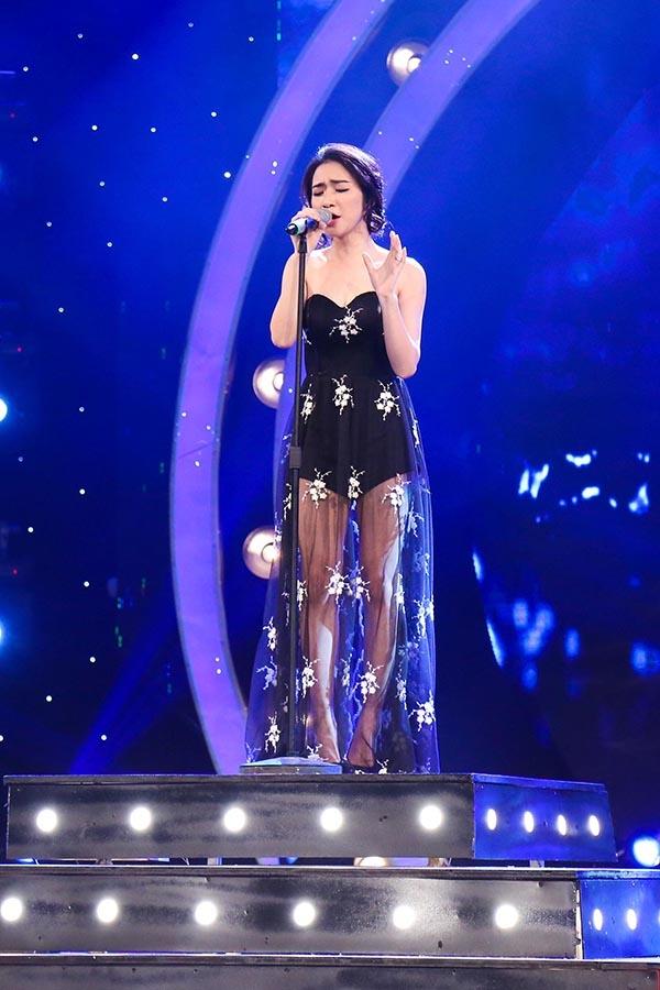 Lúc này chiếc váy vẫn cố định và che đượchình xăm. (Ảnh: Internet)