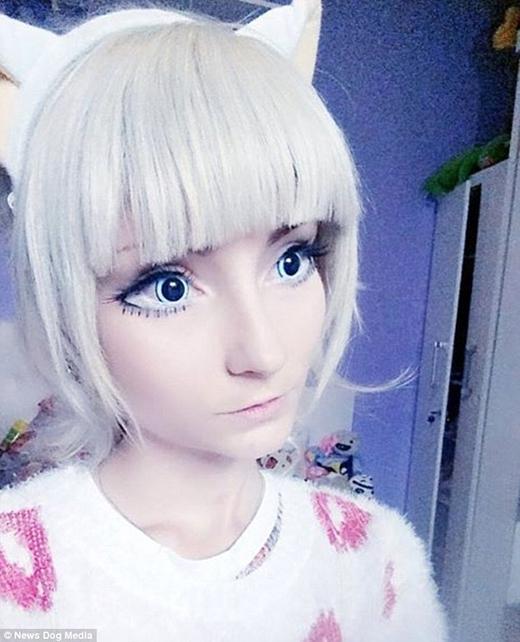 Andressa cũng đã kết bạn với một cô nàng Barbie người thật khác là Valeria Lukyanova. (Ảnh: Internet)
