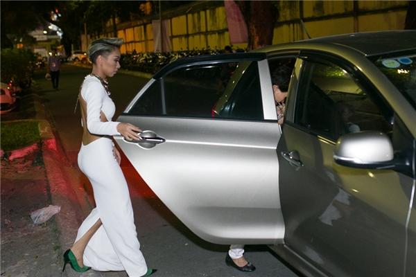 Kết thúc lịch trình một ngày, Thảo Trang cùng mẹ trở về nhà - Tin sao Viet - Tin tuc sao Viet - Scandal sao Viet - Tin tuc cua Sao - Tin cua Sao
