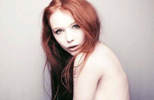 Tess Alexander từng chụp ảnh bán nude. Ảnh:Tess Alexander.com