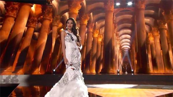 Biểu hiện xuất sắc của Phạm Hương tại bán kết Miss Universe 2015. - Tin sao Viet - Tin tuc sao Viet - Scandal sao Viet - Tin tuc cua Sao - Tin cua Sao