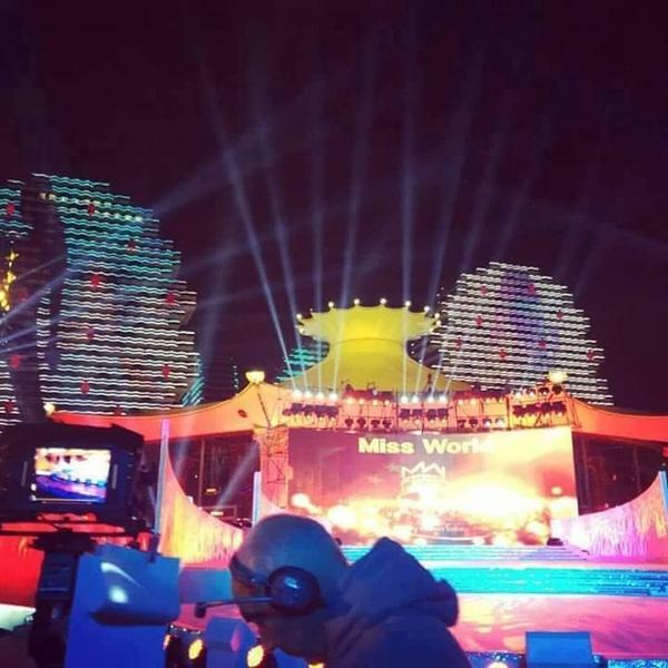 Đêm chung kết Miss World 2015 sẽ tràn ngập sắc màu tại thành phố Tam Á, Hải Nam, Trung Quốc. Dự kiến, sự kiện này sẽ thu hút hơn 2 tỉ người xem trên toàn thế giới. - Tin sao Viet - Tin tuc sao Viet - Scandal sao Viet - Tin tuc cua Sao - Tin cua Sao