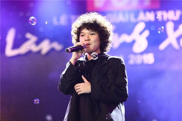 Nữ nhạc sĩ cũng đã thể hiện bản hit này trên sân khấu và nhận được sự ủng hộ nồng nhiệt từ khán giả. - Tin sao Viet - Tin tuc sao Viet - Scandal sao Viet - Tin tuc cua Sao - Tin cua Sao