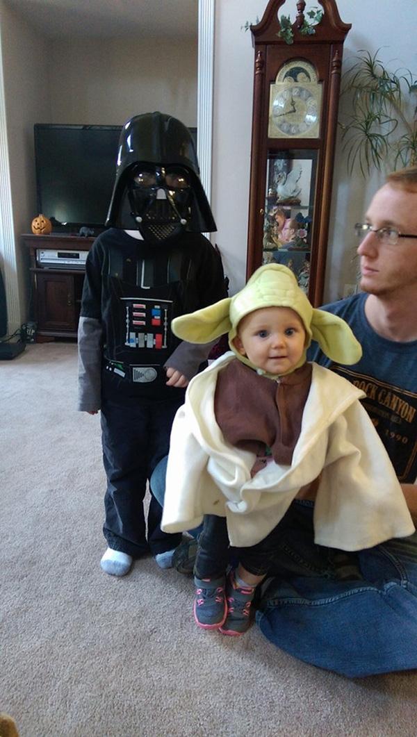 """Các bé cực kì đáng yêu với tạohình các nhân vật trong """"Star Wars"""". (Ảnh Internet)  Thú cưng cũng không thể đứng ngoài trào lưu cực """"hot"""" này. (Ảnh Internet)"""