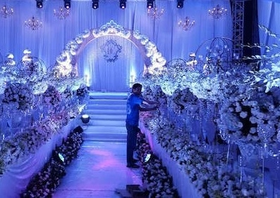 Những nguyên liệu trang trí vô cùng đắt tiền. (Ảnh: Internet)  Những ca sĩ khách mời tại lễ cưới. (Ảnh: Internet)