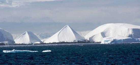 Kim tự tháp rất có thể được con người cổ đại xây dựng tại Nam Cực