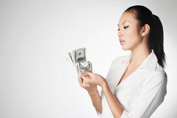 Người lười biếng vốn dĩ rất mê tiền. (Ảnh: Internet)