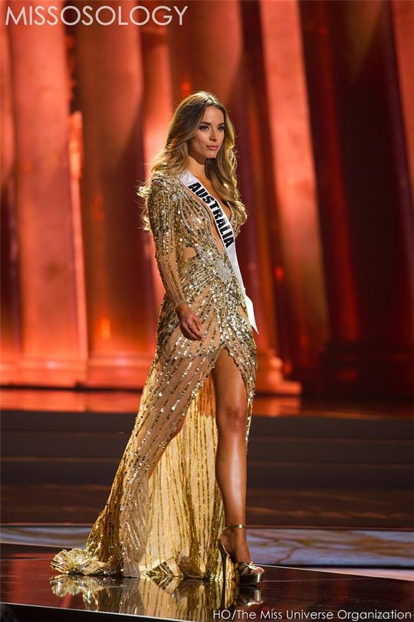 Bộ váy của đại diện Australia được đánh giá cao và trở thành một trong những ứng cử viên sáng giá cho giải thưởng phụ trang phục dạ hội.