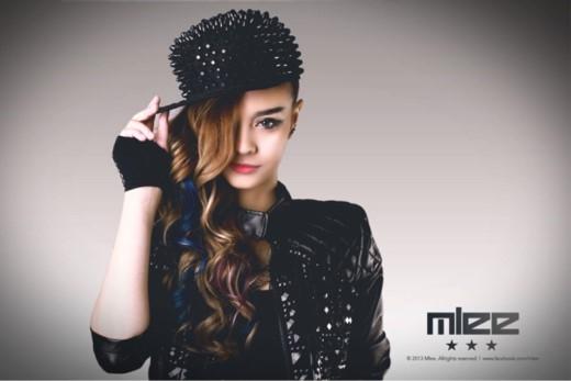 Hot girl Mlee với phong cách rock ấn tượng.