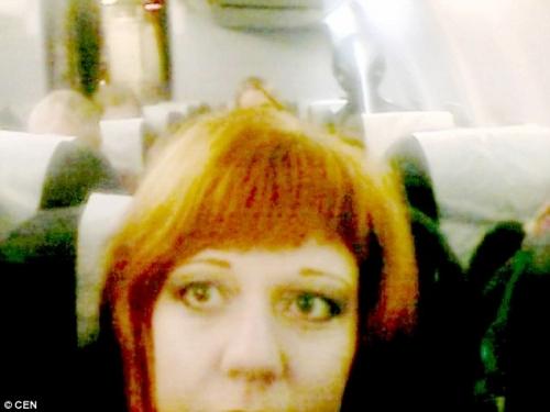 Bức ảnh người phụ nữ chụp được một hình bóng kì lạ.