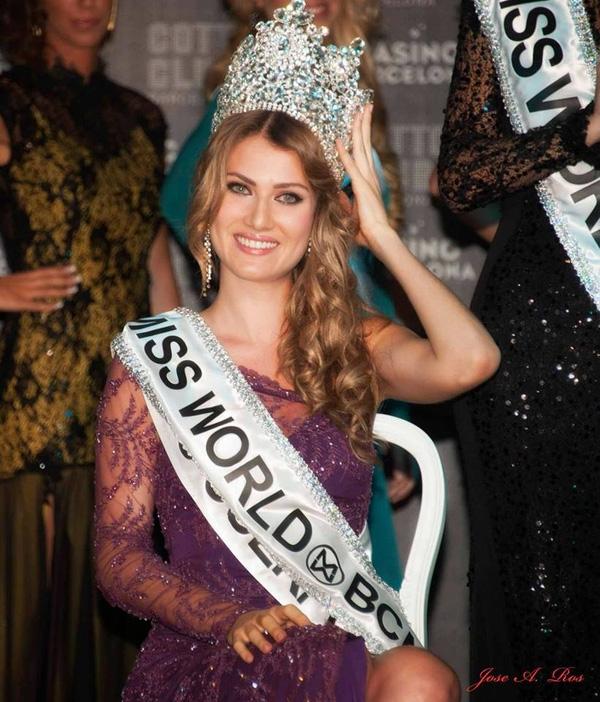 Trước khi đạt được danh hiệu Hoa hậu Thế giới Tây Ban Nha, người đẹp 23 tuổi từng đăng quang tại một cuộc thi khác Miss Atlantico International 2014 được tổ chức ở Uruguay.
