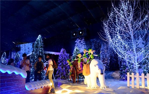 Ngôi làng tuyết được trang trí khá công phu từ khoảng nửa tháng trước. (Ảnh Internet)