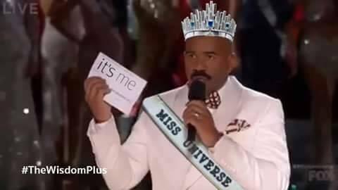 Hoa hậu Hoàn Vũ 2015 là tôi -Steve Harvey.  Cô gái tội nghiệp nhất thế giới ngày hôm nay.