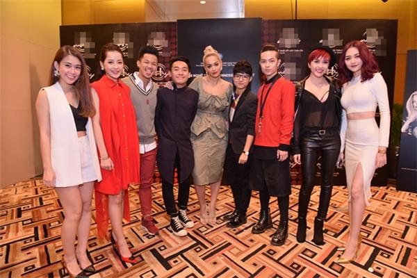 Dàn nghệ sĩ Việt nhắng nhítchụp ảnh cùng những ngôi sao ngoại quốc. - Tin sao Viet - Tin tuc sao Viet - Scandal sao Viet - Tin tuc cua Sao - Tin cua Sao