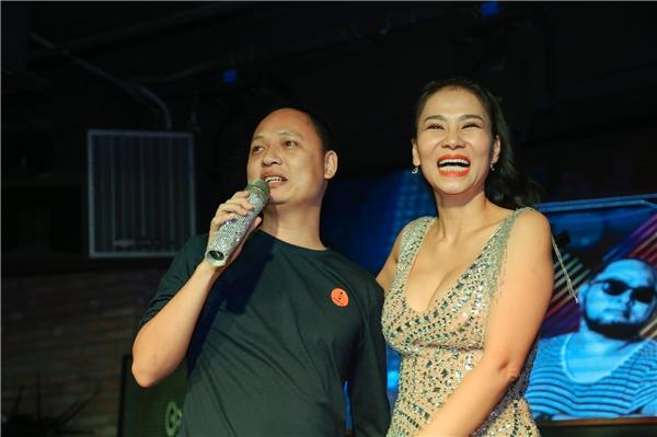 Khi nhận ra sự có mặt của nhạc sĩ Nguyễn Hải Phong, người đã mang lại rất nhiều hit cho mình tại sự kiện, Thu Minh rất hào hứng. Cô bắt cóc chàng nhạc sĩ mát tay lên sân khấu để cùng hát với mình. - Tin sao Viet - Tin tuc sao Viet - Scandal sao Viet - Tin tuc cua Sao - Tin cua Sao