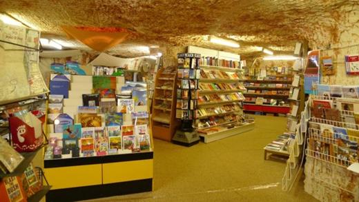 Cửa hàng sách phục vụ cho nhu cầu giải trí.(Ảnh: Internet)