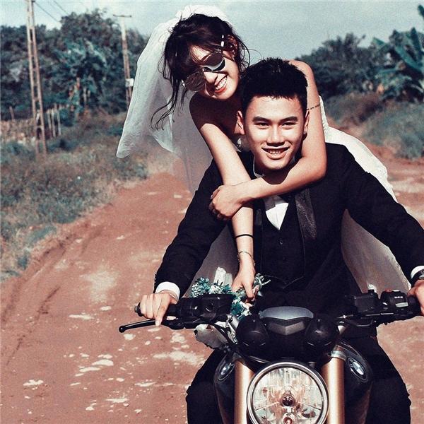 Bức ảnh cưới siêu chất củaTrang Lou - Tùng Sơnkhiến nhiều người tò mò. (Ảnh: Internet)