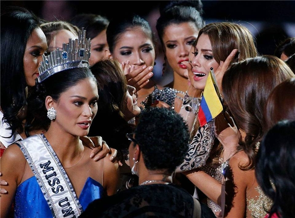 Những giọt nước mắt lăn dài của người đẹp trên sân khấu đêm chung kết đã khiến hàng triệu trái tim thổn thức. (Ảnh: Internet)
