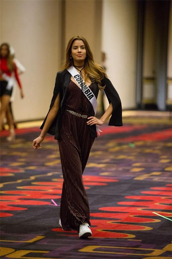 Ariadna Gutierrez trong những hoạt động bên lề cũng như các phần thi phụ của Hoa hậu Hoàn Vũ2015. Cô được đánh giá cao bởi sự thông minh cùng vẻ đẹp hiện đại, quyến rũ.(Ảnh: Internet)