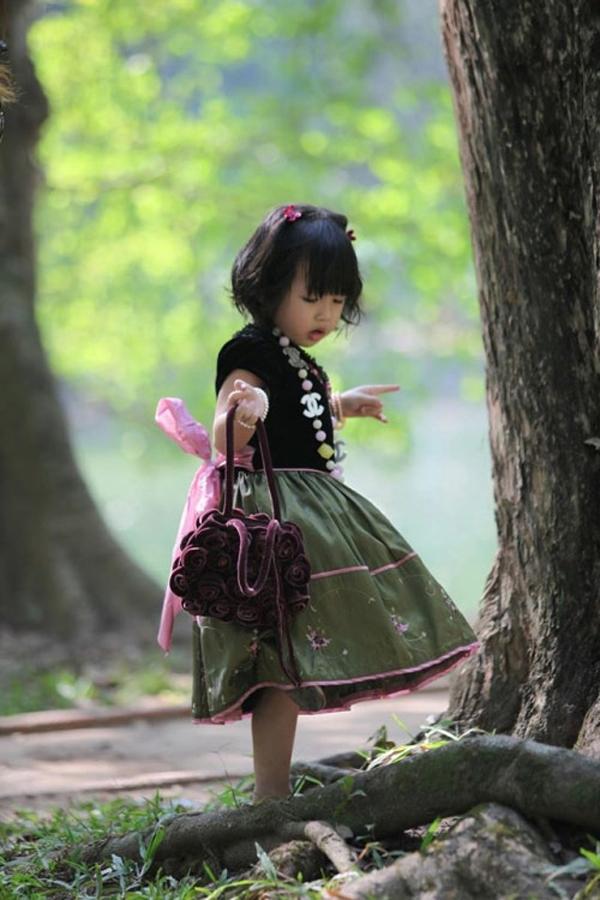 Cô con gái đầu lòng của cặp vợ chồng Sơn - Văn. (Ảnh: Internet)